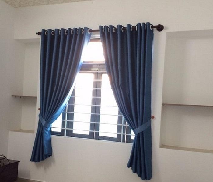 Rèm cửa sổ xanh navi